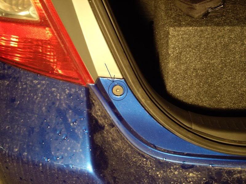 a14fe9de293ad0da262563998a8e0315  Taillight install