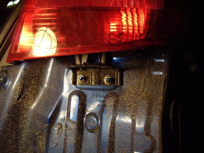 abacf690c78df8bad61b3a033bb652e1  Taillight install