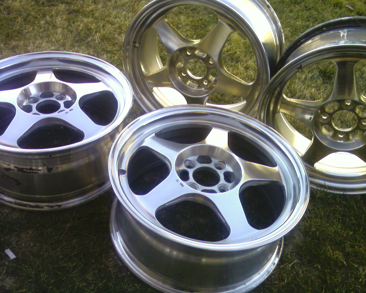 575375f12ba090ff7184cac2d99bc8b4  POLISH YOUR WHEELS!!!